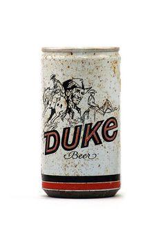 La cerveza es una de las bebidas alcohólicas con más fans repartidos a lo largo y ancho del planeta. Ya sea rubia, roja o negra, la cerveza despierta admiración allá por donde pasa. Y no sólo por su sabor sino también por su packaging. Las latas de cerveza son, de hecho, auténticos objetos de coleccionista …