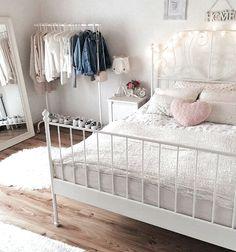 Girl Room Decor Ideas - How do I make my room trendy? Girl Room Decor Ideas - How can I make my room pretty? Ikea Bedroom, Room Ideas Bedroom, Bedroom Decor, Tumblr Bedroom, Tumblr Rooms, Cool Teen Bedrooms, Girls Bedroom, Teen Decor, Pink Room