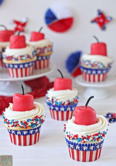 Celebrate the of July with these easy patriotic desserts. Find your next favorite red white and blue dessert recipe for Fourth of July or Memorial Day. 4th July Cupcakes, Patriotic Cupcakes, Fourth Of July Cakes, Patriotic Desserts, 4th Of July Desserts, Fourth Of July Food, 4th Of July Party, Easy Desserts, Dessert Recipes