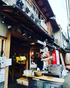 Vegan travel in Kyoto, Japan - Cadry's Kitchen - Japan Beach, Japan Travel Guide, Asia Travel, Travel Guides, Japanese Travel, Easy Recipes For Beginners, Travel Necessities, Kyoto Japan, Japan Japan