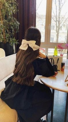 Romantic Hairstyles, Pretty Hairstyles, Easy Hairstyles, Horse Girl Photography, Fashion Photography Poses, Aesthetic Hair, Bad Girl Aesthetic, Cool Girl Pictures, Girl Photos