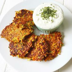 ) Für die Puffer: 2 Zucchinis (ca. - G Kom Vegetarian Recipes, Cooking Recipes, Healthy Recipes, Carrot Recipes, Veggie Soup, Food Out, Low Carb Keto, Clean Eating, Food And Drink