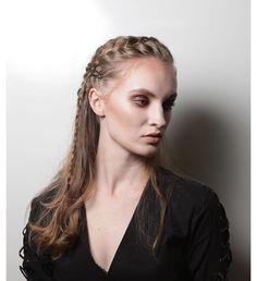 Publicação site @revistacabelos Desfile @ikesaki @bioextratus Muito orgulho de fazer parte deste projeto na @vtexday Hair @neivapena Make-up @jackie_makeup Agência @dhmodelssp Assessoria @carlabianchiassessoria Fotografia @fmoisesmoraes Entre em contato e agende seu horário!  (11) 2737-1070 | 98569-0020  #beautyartist #hair #neivapena #plumelesalon #penteadocomtrança #beautyartist #hairstyle #cabeleireiros #vtexday2018 #desfile Up, Game Of Thrones Characters, Hair Styles, Hairdressers, Plaits Hairstyles, Pride, Advertising, Make Up, Events