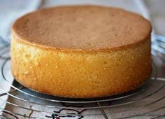 viennoise sponge cake, stiffer than genoise, with tips Just Cakes, Cakes And More, Baking Tins, Baking Recipes, Food Cakes, Cupcake Cakes, Sponge Cake Recipes, Hungarian Recipes, Cake Toppings