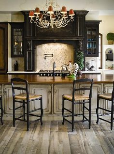 Love the rustic french country look...and the rooster, i'm obsessed with roosters homeness
