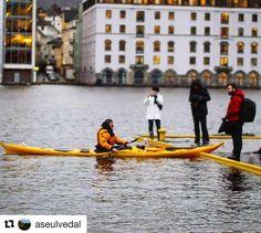 Andre steder er det ski inn og ski ut. I Bergen kan man padle inn og padle ut . #reiseblogger #reiseliv #reisetips  #Repost @aseulvedal with @repostapp  EXTREME HIGHTIDE IN BERGEN  FORTUNATELY NOT SO HIGH AS EXPECTED  #reiseradet #norway2day #mittbergen #mittvestland #nrkhordaland #bergensavisen