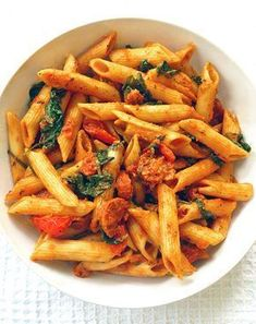 Spinach And Chorizo Red Pesto Penne. A healthy pasta dish with spinach, tomatoes… Spinach And Chorizo Red Pesto Penne. A healthy pasta dish with spinach, tomatoes and chorizo, smothered in a flavourful red pesto sauce. On the table in 20 minutes! Healthy Pasta Dishes, Healthy Pastas, Healthy Recipes, Healthy Chili, Easy Recipes, Soup Recipes, Chili Recipes, Casserole Recipes, Chicken Recipes