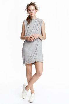 Řasené šaty z lyocellu