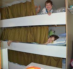 Triple Bunk Bed Ideas for Tiny Houses Cool Bunk Beds, Kids Bunk Beds, Tripple Bunk Bed, Triple Bunk, Caravan Makeover, Caravan Renovation, Motorhome, Vw Lt 4x4, Home Decor Ideas