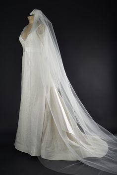 Robe de mariée en dentelle de Calais et taffetas de soie, signée Edith Bréhat. Photo Ariane Le Guay