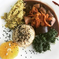 Um viva a feijoada vegana!!  restaurante veggie em Cabo frio  #govegan #instaveg #veganfood #healthy #crueltyftee #feijodavegana #vegetariano #glutenfreevegan #feijoada #vegetarirango #vegetarian by bellabonisolo
