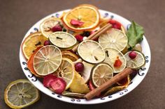 How to Make Dried Fruit Potpourri. While floral potpourri is fragrant, potpourri made from dried fruit imparts a zest that fills your home with a crisp, fresh scent without overwhelming it. How To Make Potpourri, Fall Potpourri, Homemade Potpourri, Simmering Potpourri, Dried Oranges, Dried Apples, Dried Fruit, House Smell Good, House Smells