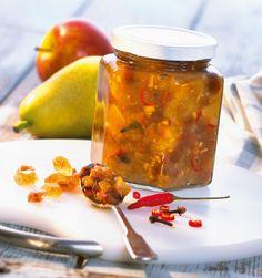 Das Chutney passt ideal zu Grillfleisch, Braten oder Kurzgebratenem! 1 kg Birnen, 1 säuerlicher Apfel, 2 Zwiebeln, 2 Knoblauchzehen, 50 g Ingwer, 1 Bio-Zitrone, 150 g Rosinen, 1-2 rote Chilischoten, 2 Nelken, 1 TL Senfkörner, 1-2 TL Salz, 300 ml Estragon- oder Weißwein-Essig, 250 g Chutneys, Dips, Preserves, Pickles, Salad Recipes, Salsa, Food And Drink, Jar, Canning