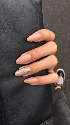 If you don't like fancy nails, classy nude nails are a good choice because they are suitable for girls of all styles. And nude nails have been popular in recent years. If you also like Classy Nude Nail Art Designs, look at today's post, we have col Cute Gel Nails, Fancy Nails, Gel Nail Art, Pretty Nails, Nail Polish, Sparkly Nails, Minimalist Nails, Classy Nails, Stylish Nails