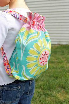 Drawstring backpacks - Helemaal vanonder staat de link naar de tutorial :)
