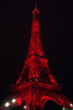 Eiffel Tower in red | Taken during the Chinese New Year 2004, when the lights on the Eiffel tower were turned red!