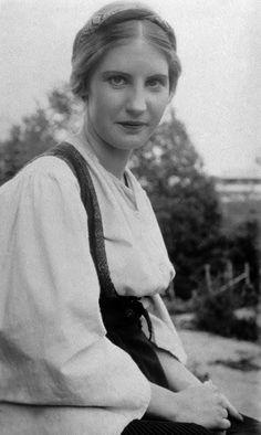 blutroterosenKirsten Flagstad, Norwegian Opera Soprano, famous for her role as Isolde in Wagner's 'Tristan Und Isolde.'
