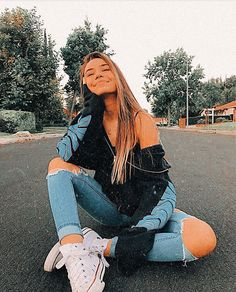 Cute Instagram Pictures, Cute Poses For Pictures, Instagram Pose, Insta Pictures, Instagram Photo Ideas, Cute Tumblr Pictures, Fashion Poses, Teen Fashion Outfits, Jugend Mode Outfits