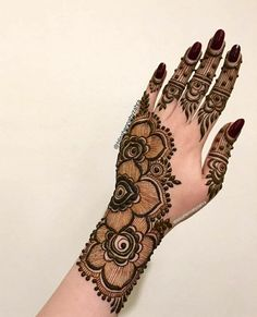 So in love with this Impressive Henna Designs 💕💕 Source - @Mehendi_4u All Credits of Mehndi belongs to respected Craters  Follow Theweddingbels  For more Henna designs  #MehndiDesigns #HennaDesigns #Hennart #weddingbels #weddingMehndi Pretty Henna Designs, Finger Henna Designs, Simple Arabic Mehndi Designs, Latest Bridal Mehndi Designs, Mehndi Designs Book, Mehndi Designs For Girls, Mehndi Designs For Beginners, Mehndi Design Photos, Wedding Mehndi Designs