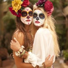 """It may just look like a beautiful, creative look for Halloween, but the fact is the """"sugar skull"""" makeup is rooted in much more that just cool face paint. Costume Halloween, Teen Halloween Party, Best Friend Halloween Costumes, Fete Halloween, Halloween 2019, Halloween Outfits, Costume Catrina, Maquillage Sugar Skull, Paulette Magazine"""