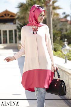 Hijab Fashion Sélection de looks tendances spécial voilées Look Descreption İkisi Bir Arada; Stylish Hijab, Modest Fashion Hijab, Modern Hijab Fashion, Arab Fashion, Islamic Fashion, Hijab Chic, Modern Outfits, Muslim Fashion, Stylish Outfits