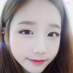 All korean girl wear make up like this