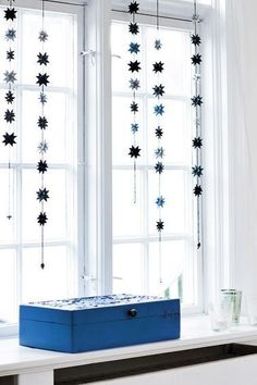 25 Blue and White Ideas for Christmas Home Decor - The Lab on the Roof All Things Christmas, Simple Christmas, Winter Christmas, Christmas Home, Christmas Lights, Christmas Crafts, Blue Christmas, Diy Snowflake Decorations, Handmade Christmas Decorations