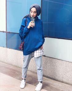 Sports Combined Hijab 2019 we have chosen the newest fashion clothes for you. Hijab Casual, Hijab Chic, Street Hijab Fashion, Muslim Fashion, Modest Fashion, Mode Outfits, Trendy Outfits, Fashion Outfits, 90s Fashion