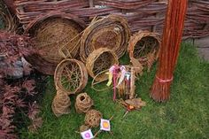 A one day introduction to rustic willow basket weaving suitable for beginners. Each participant will make two simple hedgerow baskets during the day.