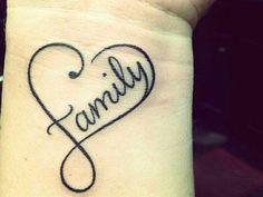 Tá pra existir tattoo mais romântica que a de coração, né? Se a ideia é apostar nessa vibe, entregamos 36 sugestões para marcar sua pele...