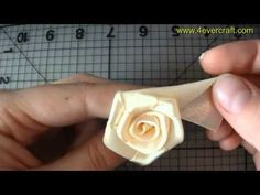 How to make satin ribbon roses & DIY ribbon flowers tutorial & diy kanzashi & DIY beauty and easy DIY crafts Ribbon flowers how to make: rose from satin ribb. Diy Ribbon Flowers, Satin Ribbon Roses, Ribbon Flower Tutorial, Fabric Roses, Ribbon Art, Fabric Ribbon, Ribbon Crafts, Flower Crafts, Tutorial Rosa