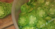 Jakiś czas temu mój tata przyniósł mi ostatnie zielone pomidory ze swojego ogródka. Stwierdził, że ja na pewno sobie z nimi poradzę. ... Pickles, Sprouts, Cucumber, Food And Drink, Soup, Vegetables, Recipes, Fried Green Tomatoes, Salads