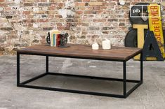 Its matte black metal frame and its recycled solid wood tray make the New Soho coffee table a product full of character giving a very strong industrial look.