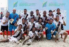 Jogadores do Vasco da Gama posam com o troféu de campeão brasileiro futebol de areia (Foto: Marcello Zambrana)