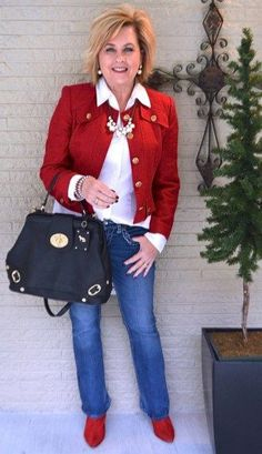 Amazing winter outfit ideas for women over 40 47