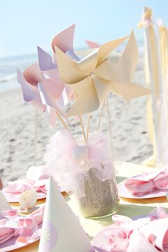 Pink Beach birthday party ideas Except with blue and green pinwheels for boys Baby Birthday, Birthday Party Themes, Summer Birthday, Birthday On The Beach, Princess Birthday, Princess Party, Baby Am Strand, Pinwheel Centerpiece, Serviettes Roses