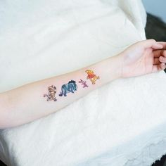 FEMENINOS tattoos for women. Small tattoos, stylish and super nice to wear on your skin. Friend Tattoos Small, Disney Tattoos Small, Best Friend Tattoos, Sister Tattoos, Little Tattoos, Tattoos For Women Small, Mini Tattoos, Body Art Tattoos, Small Tattoos