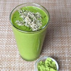 Matcha Smoothie - in love with matcha. so so good and energizing Matcha Smoothie, Smoothies, My Recipes, Healthy Recipes, Healthy Eats, Beverages, Treats, Ethnic Recipes, Life