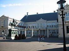 """Palazzo Noordeinde - palazzo """"di lavoro"""" del monarca olandese, il re Guglielmo Alessandro dei Paesi Bassi. Wikipedia"""