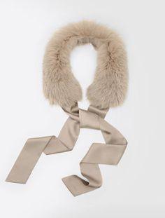 Fox fur collar, fastens with pure silk ribbon