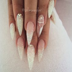 ▷ 130 + Ideen für spitze Nägel – Gestaltung und Design gel nails pointed ideas white and glitter stones dream catcher with feathers decorations amazingly beautiful decoration idea … Acrylic Nails Stiletto, Pointed Nails, Glitter Nails, Stiletto Nail Designs, Coffin Nails, Simple Stiletto Nails, Manicure Nail Designs, Manicure Ideas, Glitter Shoes