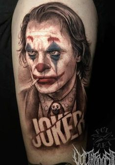 Joker tattoo is probably one of the most popular tattoos among the comic fans. People are fascinated by the Joker. His cheeky grins, twisted humor, green hair, purple suit and the makeup made him one of the most iconic villains of all time. Joker Tattoos, Batman Tattoo, Bad Tattoos, Time Tattoos, Body Art Tattoos, Cool Tattoos, I Tattoo, Tatoos, Tasteful Tattoos