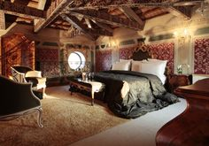 Elegant and authentic, the 64 rooms and suites at Grand Hotel dei Dogi have that joyful sense of colour and unrestrained decoration that mean you could only be in Venice. Cheap Motels, Kempinski Hotel, Hotel Concept, Marriott Hotels, Great Hotel, Luxury Spa, Beautiful Hotels, Hotel Spa, Venice