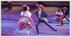 """Para cerrar con broche de oro tu día en Xcaret, dirígete al Gran Tlachco antes de las 6pm, agarra una velita y acompáñanos en un recorrido a través de la historia de nuestro país con """"Xcaret México Espectacular"""", una celebración a la cultura de nuestro país. Siente el orgullo mexicano y déjate llevar, recuerda que hasta se vale corear las canciones."""