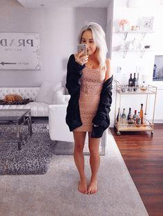 Blondie in the City | IG: @HayleyLarue | Shop The Mirror Selfies