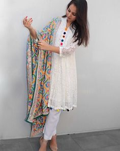 You can enhance any plain suit with phulkari dupatta Stylish Dresses, Simple Dresses, Casual Dresses, Casual Outfits, Pakistani Dresses Casual, Pakistani Dress Design, Indian Dresses, Eid Dresses, Indian Attire