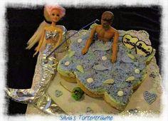 Silvia's Tortenträume: Tortenboden mit Pfirsich-Stücken belegt, Paradies-Creme mit Sahne, blaue Kokosraspel, 2 Schokoherzen zum Junggesellinnenabschied