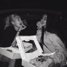 best friends, bff, and black and white image Cute Friend Pictures, Friend Photos, Cute Photos, Cute Friends, Best Friends, Best Friend Fotos, Shotting Photo, Friend Goals, Teenage Dream