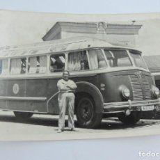 Fotografia De Autobuses Autocares Años 60 En El Lateral Pone Renfe Mide 10 X 7 Cms Autobus Autos Viejos Fotografia