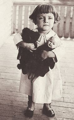 +~+~ Vintage Photograph ~+~+  Little girl and her favourite snugglies